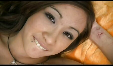 Uomo paints ragazza su il letto e Cums in lei culo filme gratis sexy