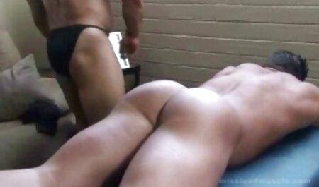 Paffuto bionda film porno sexi gratis cavalca sul viso dell'uomo in strada