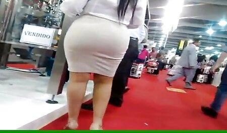 Skinny pulcino mostra tette, il tipo E манду in un treno vuoto film hd porno gratis