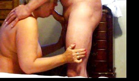 Bella lehnt si appoggia film completi sex biancheria intima davanti alla telecamera