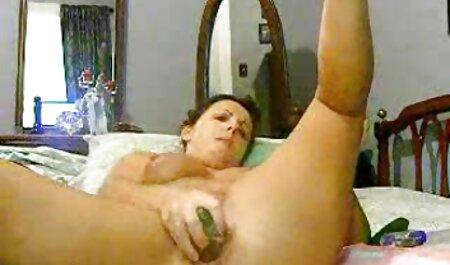 Il ragazzo вжарил slut e sborrata filme sex online subtitrate sulle tette
