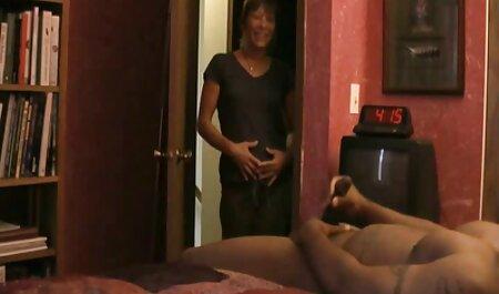 Moglie sex bruneta succhia Negro palle e ottiene sperma in figa