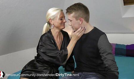 Il giovane mulatto inserisce un giocattolo filmati sex italiani nel culo
