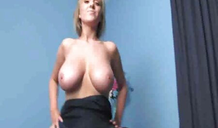 Signora in calze si siede аналом su un Dildo donne video sex enorme