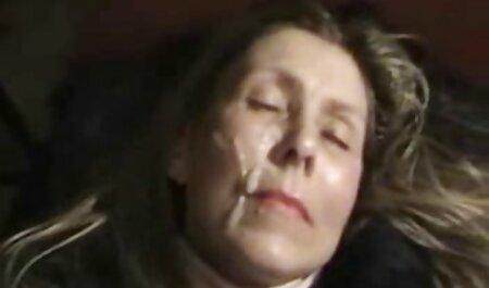 Boss in calze diffusione, il volto del suo aiutante video sex casalinghi in ufficio
