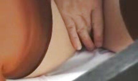 Bionda è impegnata in Fisting anale con una giovane ragazza e filme comedie sexi online gratis subtitrate in romana un simulatore di sport