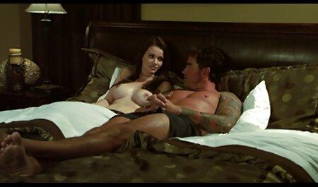 Il ragazzo è alla vista dei fori sviluppati video sex amatoriali italiani partner e пялит Il suo buco anale
