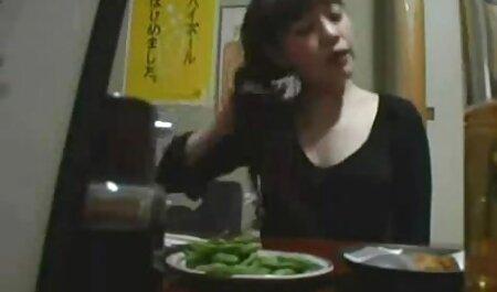 Fidanzata in il cucina giocando babe care fac dragoste con tre