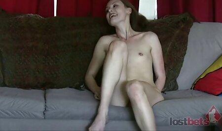 Calvo Cavalier con un grosso cazzo arrosti film sex porno gratis ragazza in una t-SHIRT rosa