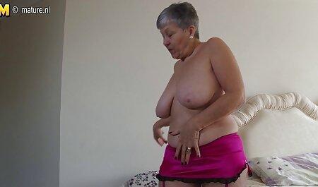 Giovane bionda mostra rasata cap durante l'audizione video erotico sex