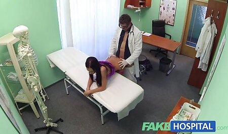 Signora con grande culo e tette posa in anteriore di vebkameroy filme xesi