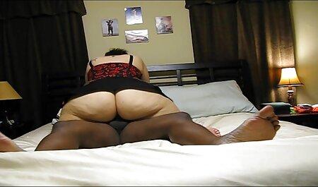 Il barbuto Negro scopata bionda in calze in entrambi i fori filmespormosgratis