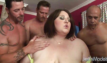 Muscoloso ammira le Grandi video gratuiti sexy Tette della bionda, mentre захача